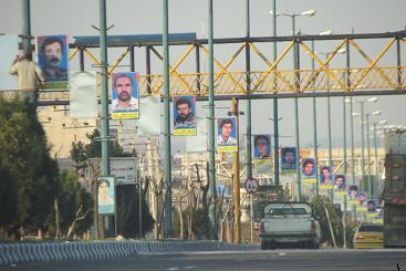 زیباسازی شهر با نصب تابلوی شهدا والمان مذهبی